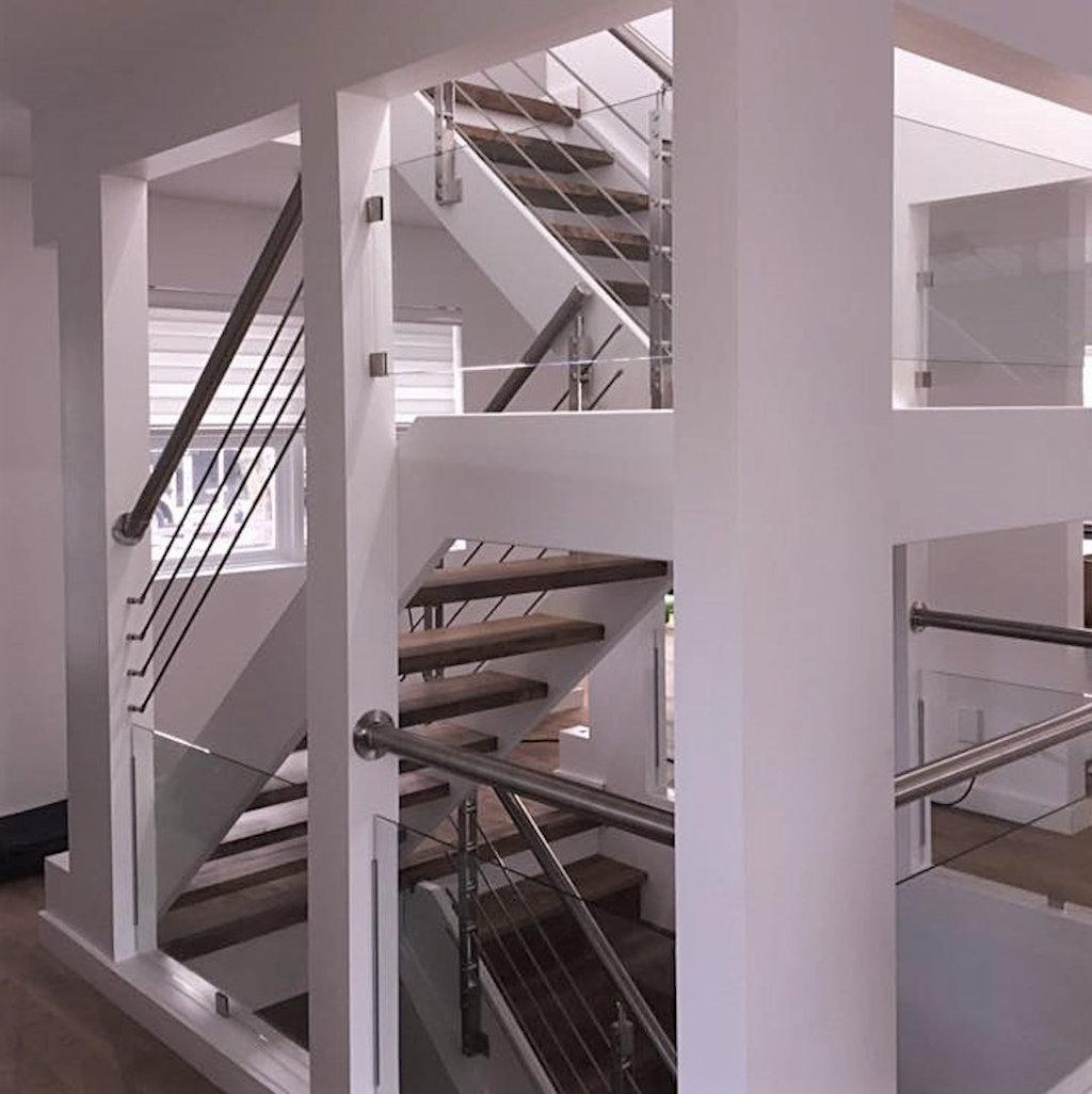 Quelle Couleur Pour Une Cage D Escalier garde-corps d'acier inoxydable au style d'aujourd'hui