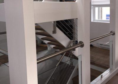 cage d'escalier verre et main courante