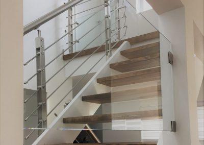 gardes de tiges et cage d'escalier de verre