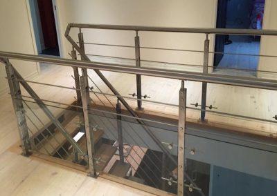 tiges dans l'escalier et demi-verres